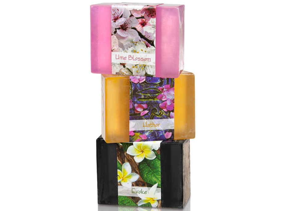 This 3 soap collection combines the exotic fragrance of plum blossoms, wiht the floral essence of Musk & rose, rounding the collection out with the smoky fragrance of Sandalwood.