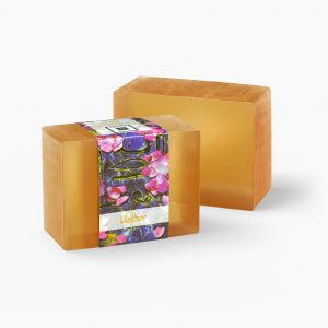 The delicate and sweet kiss of rose mixed with the soothing fragrance of musk takes you to a calmer place with this Hathor glycerin soap.