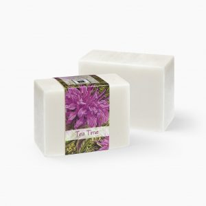 Bring yourself to a time of pleasure and luxury with the smell of blooming bergamot and soothing white tea in this Tea Time glycerin soap.